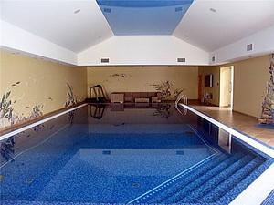 Крытый плавательный бассейн в подвале